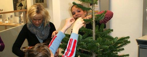 Weihnachtsbaumschmücken 2010